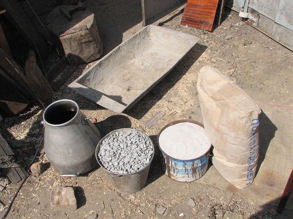 цемент, песок, щебень, вода;