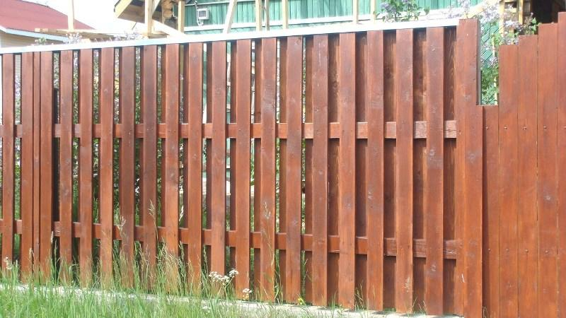 Забор плетень из досок