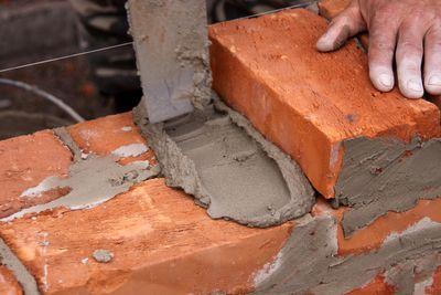 Кладка кирпича на цементный раствор