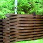 Плетенный забор из досок