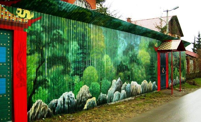 Рисунок природы на заборе