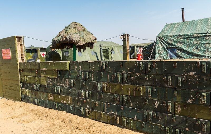Забор из земли и ящиков